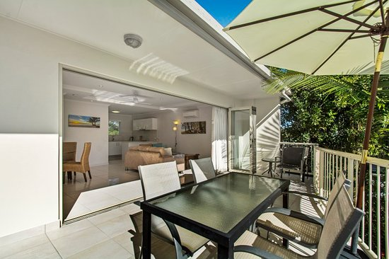 Noosa River Palms Resort: Large balcony 2 bedroom apartment