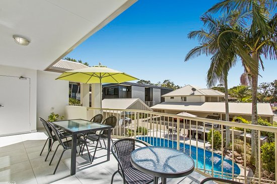 Noosa River Palms Resort: 2 bedroom balcony apartment overlooking pool