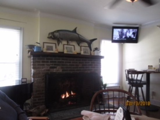 Pineland, FL: Fireplace in the bar