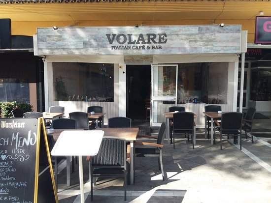 Volare Italian Restaurant, Cafe & Bar : terraza