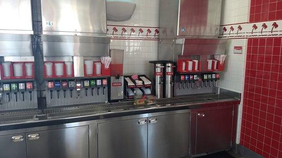 Santa Nella, CA: free refill!