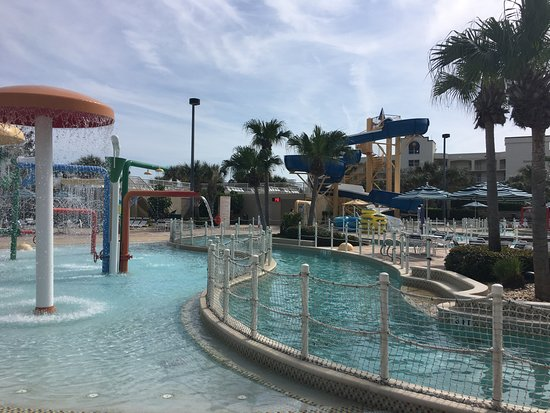 Holiday Inn Club Vacations Cape Canaveral Beach Resort: Kids Area of Pool - Do You See Any??