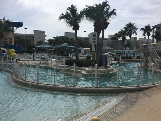 Holiday Inn Club Vacations Cape Canaveral Beach Resort: Pool - Not Well Attended?
