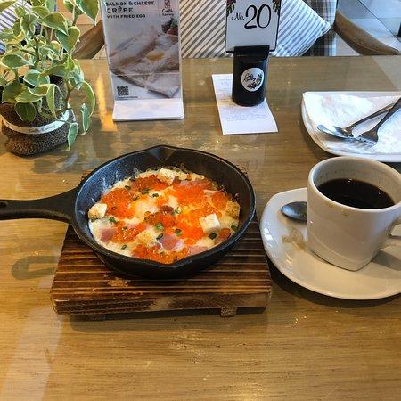 Bangsaen, Thailand: 今日の朝食 Aセットです。  タマゴ、ハム、イクラ、チーズ、他(165B)
