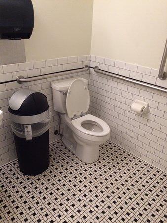 Hominy Grill: Vintage bathroom