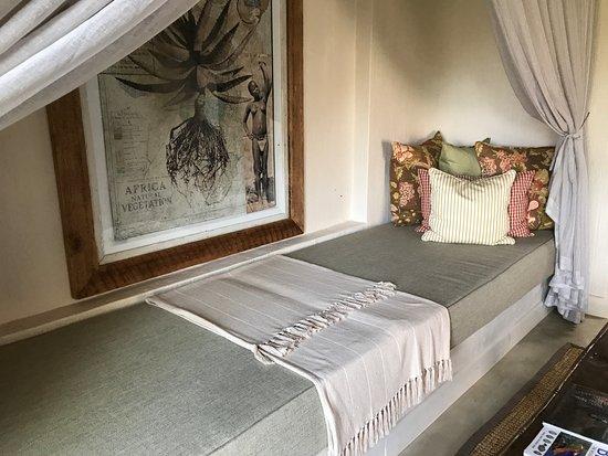 https://media-cdn.tripadvisor.com/media/photo-s/12/59/25/e0/living-room-lounger.jpg