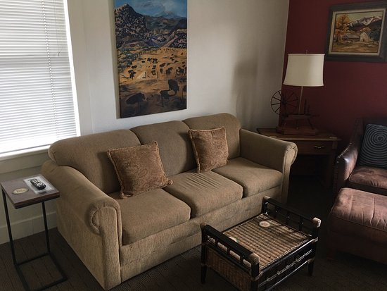 The Leland House Bed & Breakfast Suites Durango: The Leland House Bed & Breakfast (B&B) cozy front room
