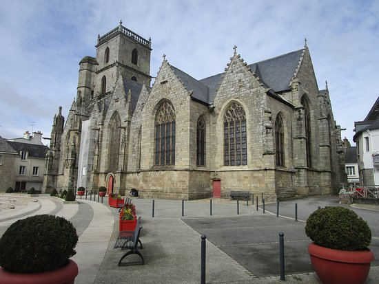 Ploermel, France: Church exterior