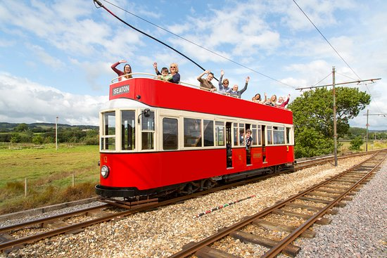 Ситон, UK: Tramcar 12 On its way to Seaton.