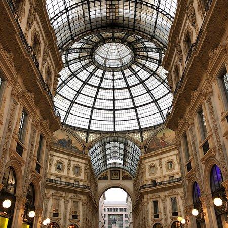 Viktor-Emanuel-Galerie (Galleria Vittorio Emanuele II): photo0.jpg