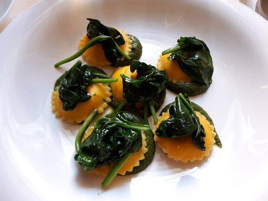 Antico Arco: Tortelli mazzancolle ravioli caprino e spinaci piccione e mozzarella in pasta fillo