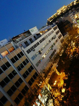 Hotel Fivos: ROOF VIEW OF ACROPOLIS AT NIGHT