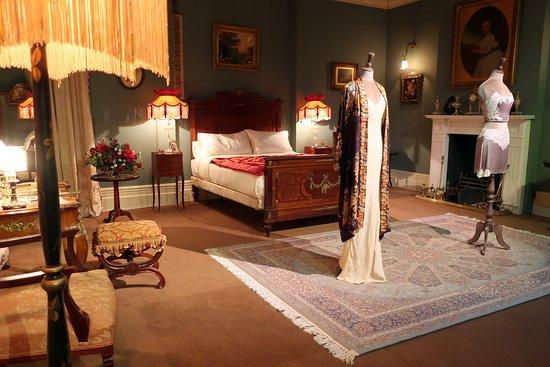 Ambientación, Historia y Contexto Second-level-mary-s-bedroom