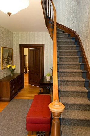 Newboro, Kanada: Staircase to second floor