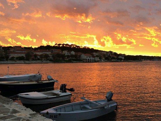 Dugi Island, Kroatië: Sea front view at sunset