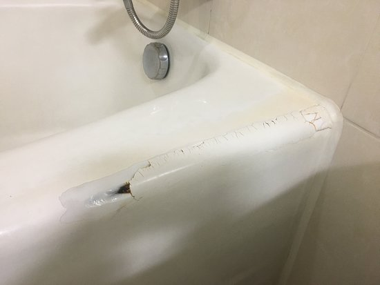Hotel Paragon: Bad damaged and badly repaired