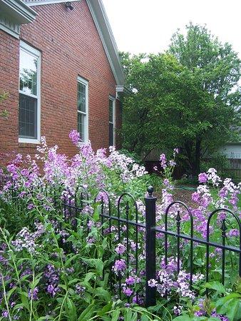 Old Church House Inn: West garden
