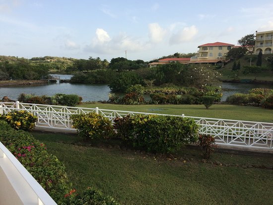 Grenadian by Rex Resorts : View of pond from pool