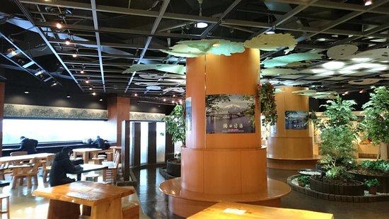 Aomori Prefecture Tourist Centerl ASPAM: 非常舒適的展覽廳