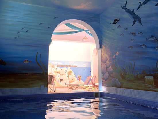 Pension Petros: Pool is small but great for cooling off. Charming artwork on walls.