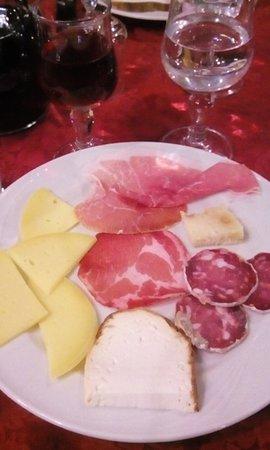 Santa Domenica Vittoria, Italy: antipasto all'italiana