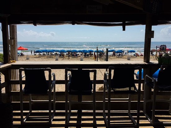 Wanna Wanna Inn: Beach view from bar