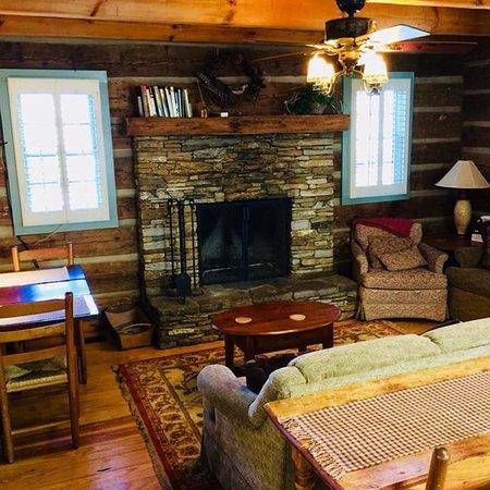 Boyd Mountain Log Cabins: photo0.jpg