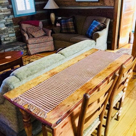 Boyd Mountain Log Cabins: photo1.jpg