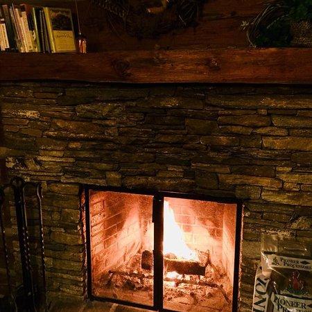 Boyd Mountain Log Cabins Image