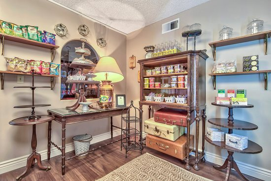 Plaza Resort Club Hotel: Enjoy a snack or gift from the General Store