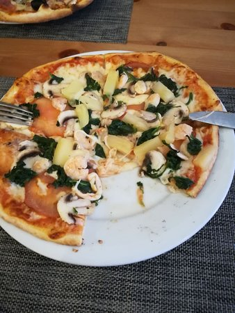 Marinha Grande, Portugal: Pizza com ingredientes escolhidos uma a um pelo cliente