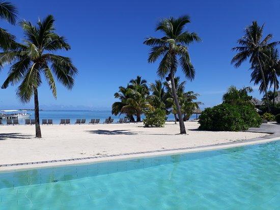 InterContinental Moorea Resort & Spa : La piscine et le lagon