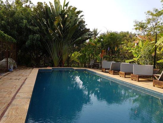 Maisons Wat Kor : Swimming pool