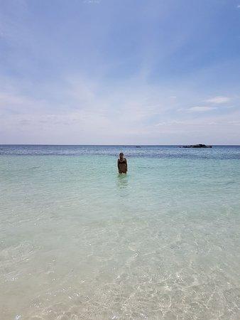 Sunrise Beach: Aguas transparentes
