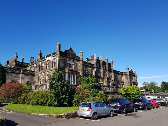 Bishopton, UK: Golf centre and main hotel building