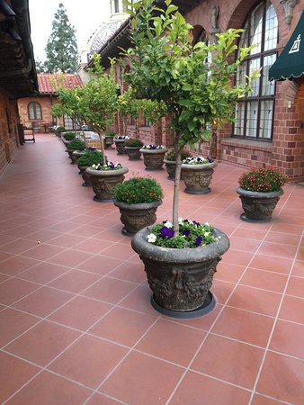 The Mission Inn Hotel and Spa: Fourth floor walkway