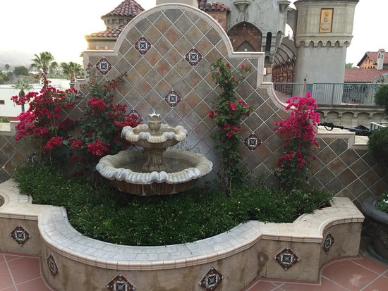 The Mission Inn Hotel and Spa: Fourth floor fountain
