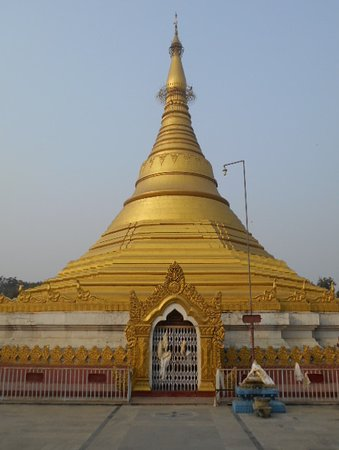 Myanmar Golden Monastery: Stilfullt tempel.