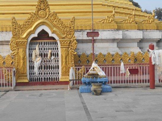 Myanmar Golden Monastery: Tempelingången var stängd vid mitt besök.