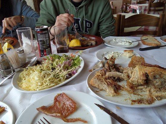 Levidi, Yunani: Γουρουνοπούλα!!