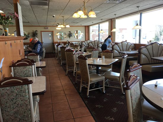 Horicon, WI: This restaurant has reopened as Nora's Restaurant. My wife and I ate there at noon after our hik