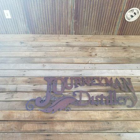 Three Oaks, MI: Journeyman Distillery