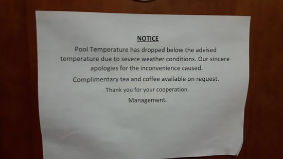 Clumber Park, UK: Notice re pool temperature