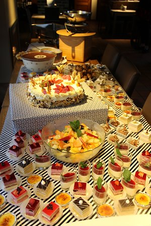Oedelem, België: heel uitgebreid en super lekker dessert buffet