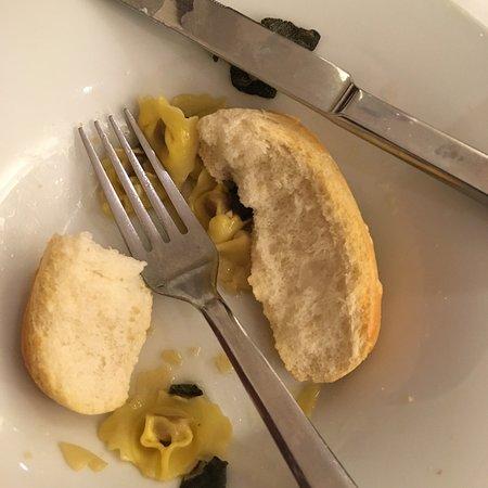 Montemezzi Hotel: Dirty, cracked glasses. Terrible food