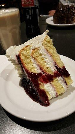 Cafe Latte : the Raspberry Cream Cake