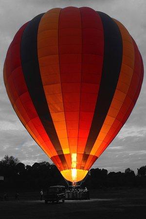Governors' Balloon Safaris: Globo ya preparado para el vuelo