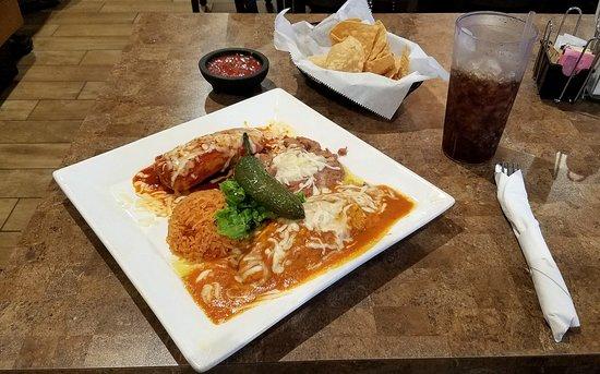 Santa Paula, CA: Tamale & Chile Relleno Combination
