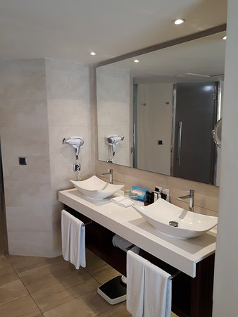 Majestic Mirage Punta Cana: Double Sinks