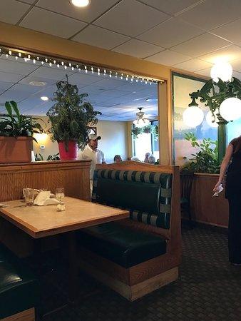 Plainville, CT : Restaurant view